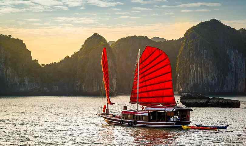 ทัวร์เวียดนาม ล่องเรือชมมรดกโลก อ่าวฮาลองเบย์ 3 วัน 2 คืน