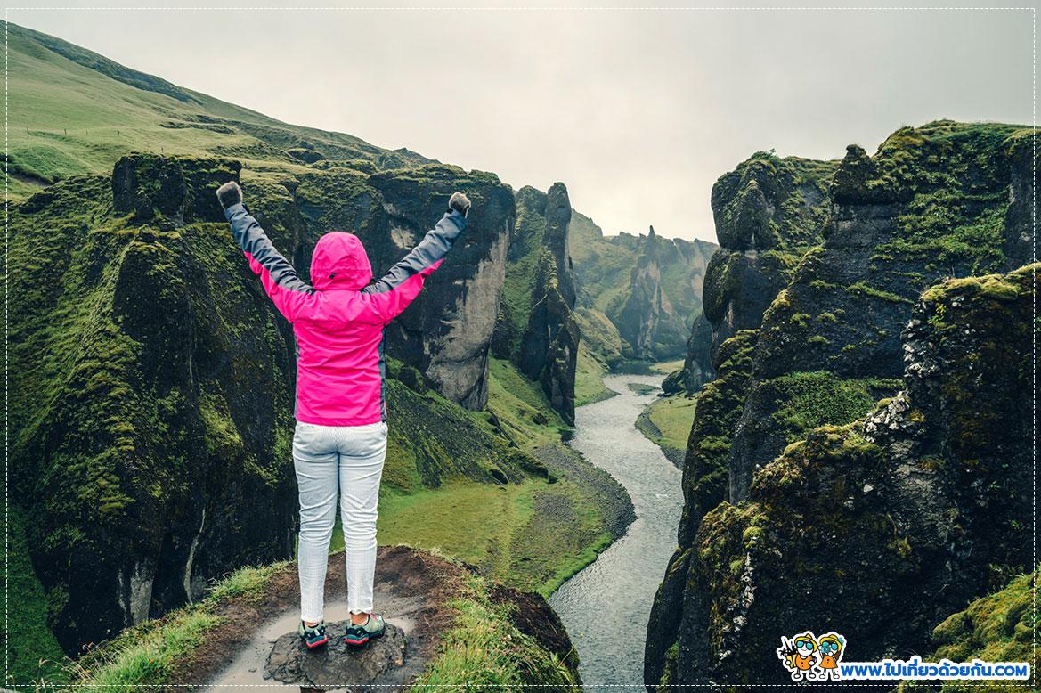 หน้าผา Fjaðrárgljúfur Canyon