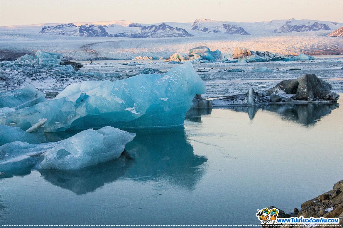 ทะเลสาบน้ำแข็งใหญ่ที่สุดในไอซ์แลนด์ Jökulsárlón Glacial Lagoon