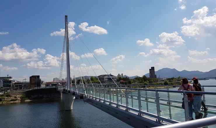 เที่ยวเกาหลี สะพานกระจกแก้วเกาหลี ซุยังคัง หรือ Soyanggang Sky Walk สะพานกระจกแก้วที่ยาวที่สุดในเกาหลีใต้