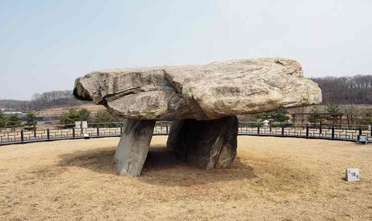 สุสานหินโบราณ 3 พันปี หรือ ดอลเมน แห่งเมืองคังฮวา : Ganghwa Dolmen Sites