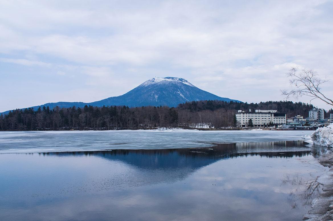 - ทะเลสาบอะกัง(Lake Akan), เมืองกุชิโระ (Kushiro) -