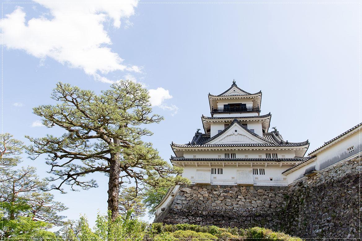 -  ปราสาทโคจิ (Kochi Castle) -