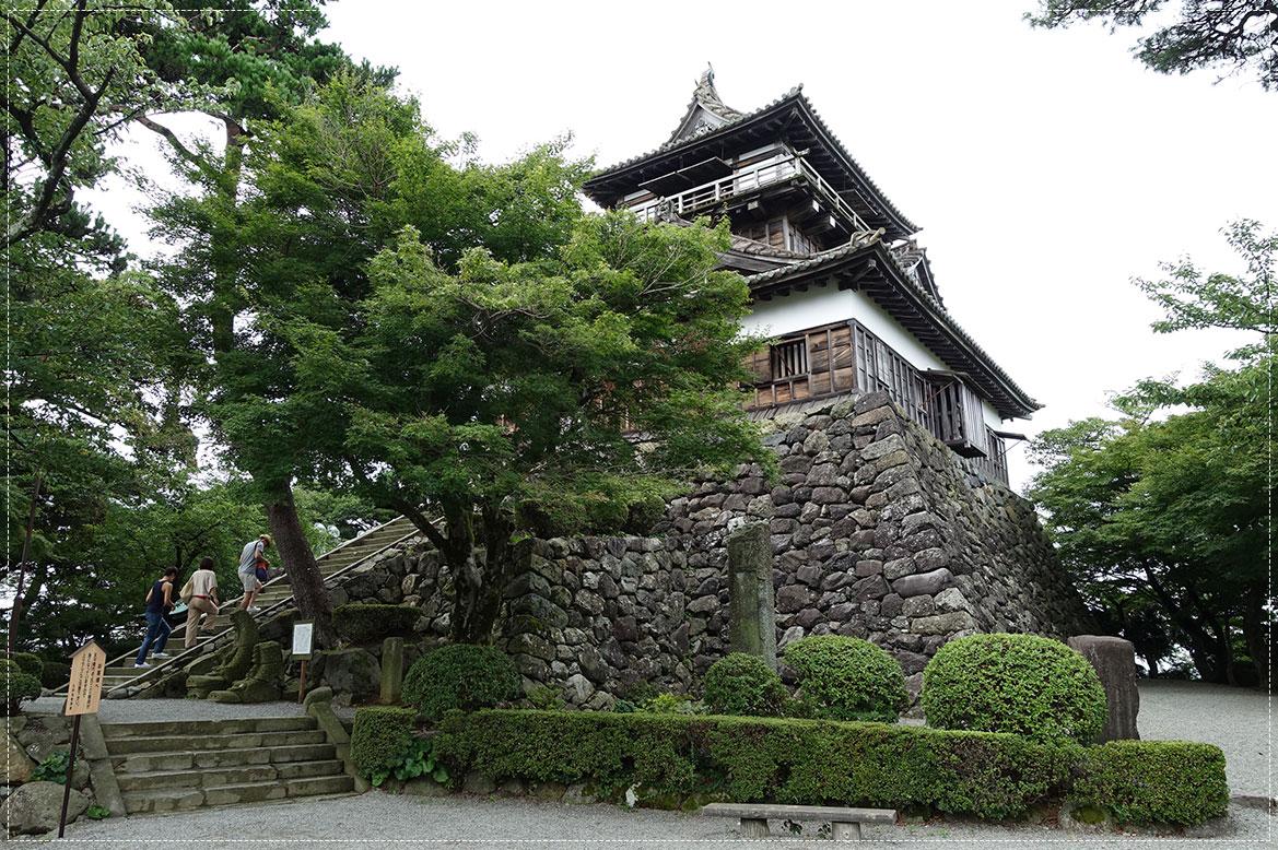 - ปราสาทมารุโอกะ (Maruoka Castle) -