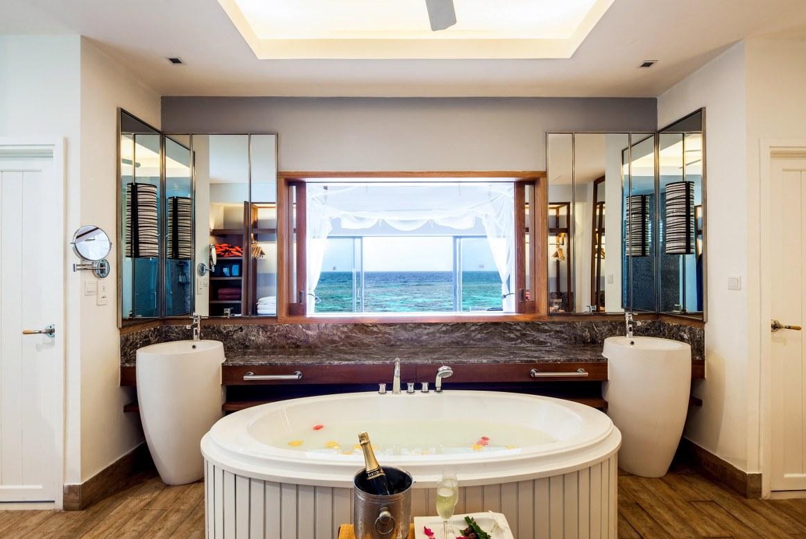 - ห้องพักแบบ Ocean Water Villa เซ็นทารา แกรนด์ ไอส์แลนด์ รีสอร์ท แอนด์สปา มัลดีฟส์  -