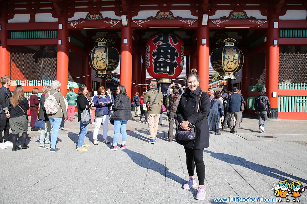 - โคมแดงวัดอาซากุซะประตูคามินาริมง (Kaminarimon Gate) -
