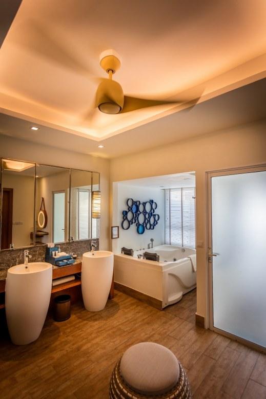 - ห้องพักแบบ Deluxe Water Villa  เซ็นทาราแกรนด์ไอส์แลนด์รีสอร์ทและสปา มัลดีฟส์ -