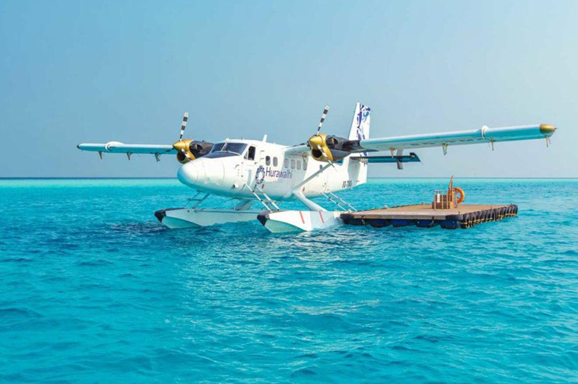 - มีเครื่องบิน seaplane คอยบริการนักท่องเที่ยว -