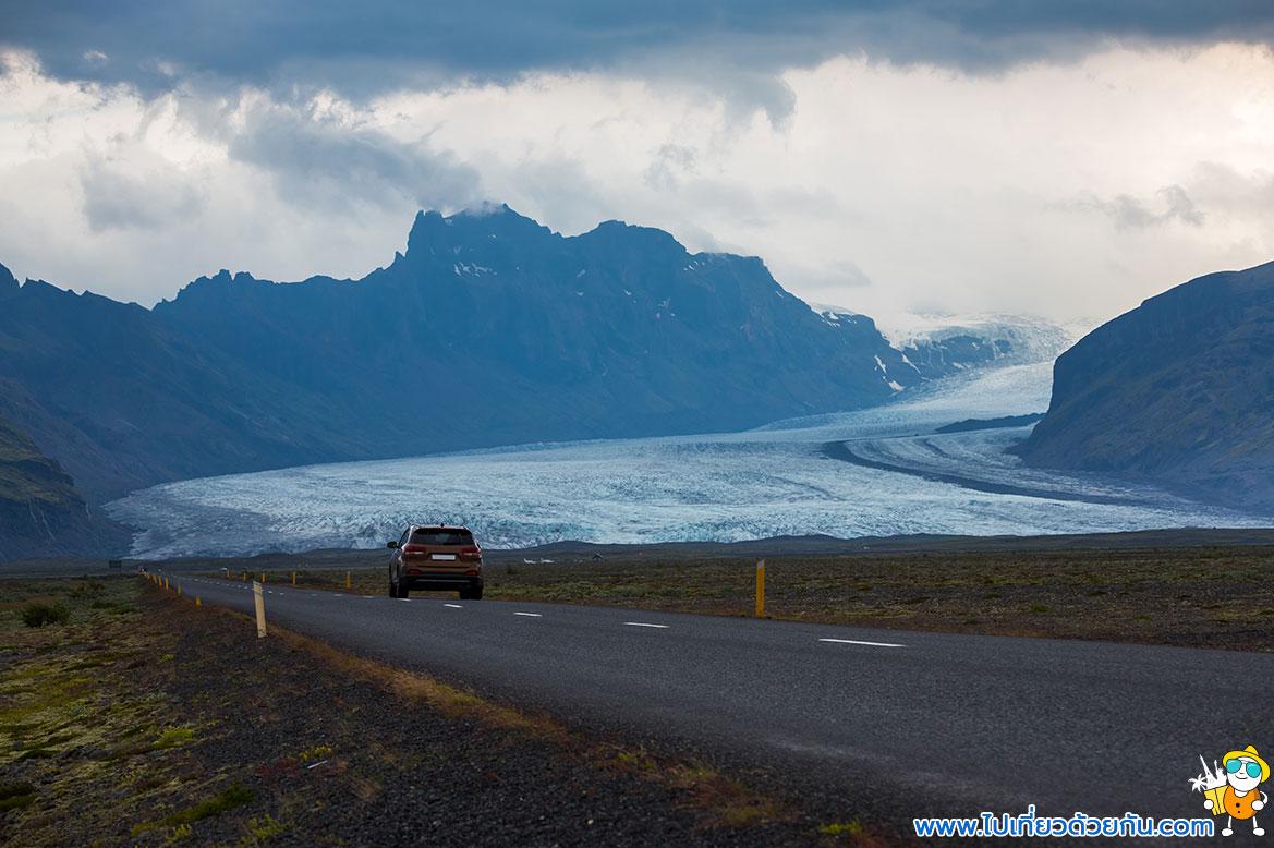 - ธารน้ำแข็งที่ทอดยาวจรดภูเขาไฟ -