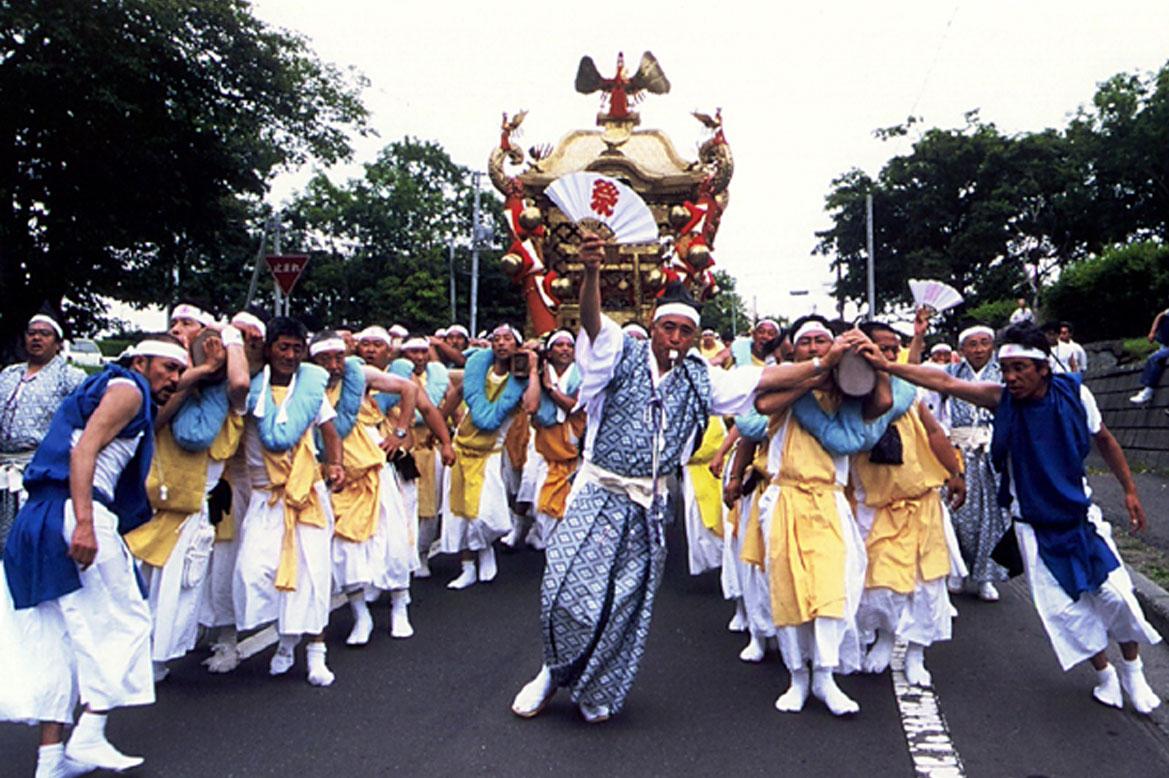 - เทศกาลประจำปีที่ศาลเจ้าเนมูโระ โคโตะฮิระ -