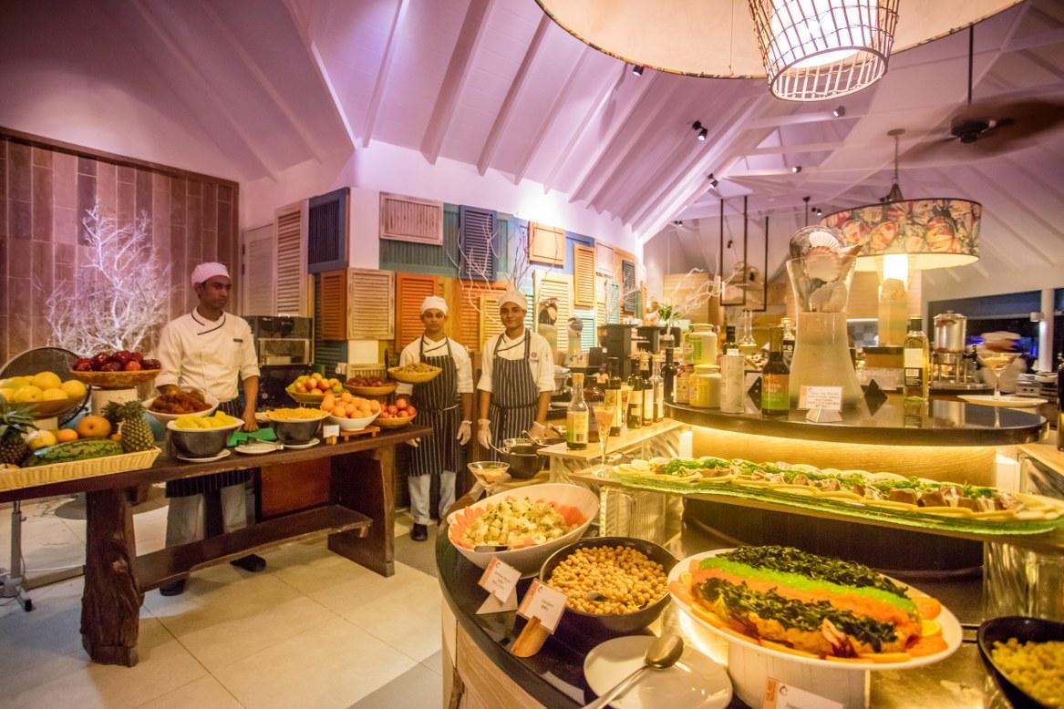 - ห้องอาหารรีฟ  เซ็นทารา แกรนด์ ไอส์แลนด์ รีสอร์ท แอนด์สปา มัลดีฟส์  -