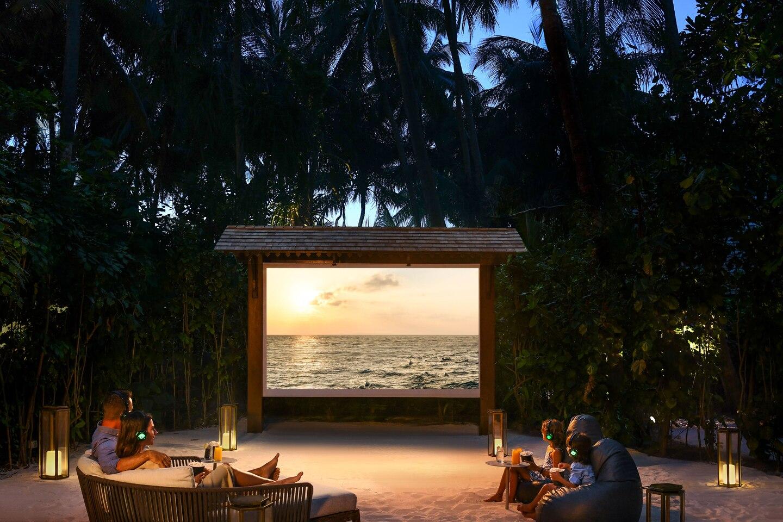 - ในโรงหนัง กลางหาดทราย -