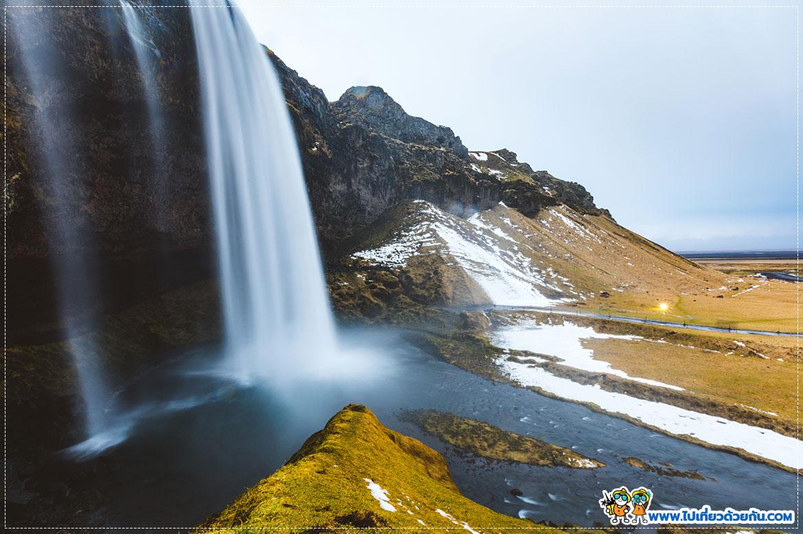 - น้ำตกเซลยาลันส์ฟอส  Seljalandsfoss -