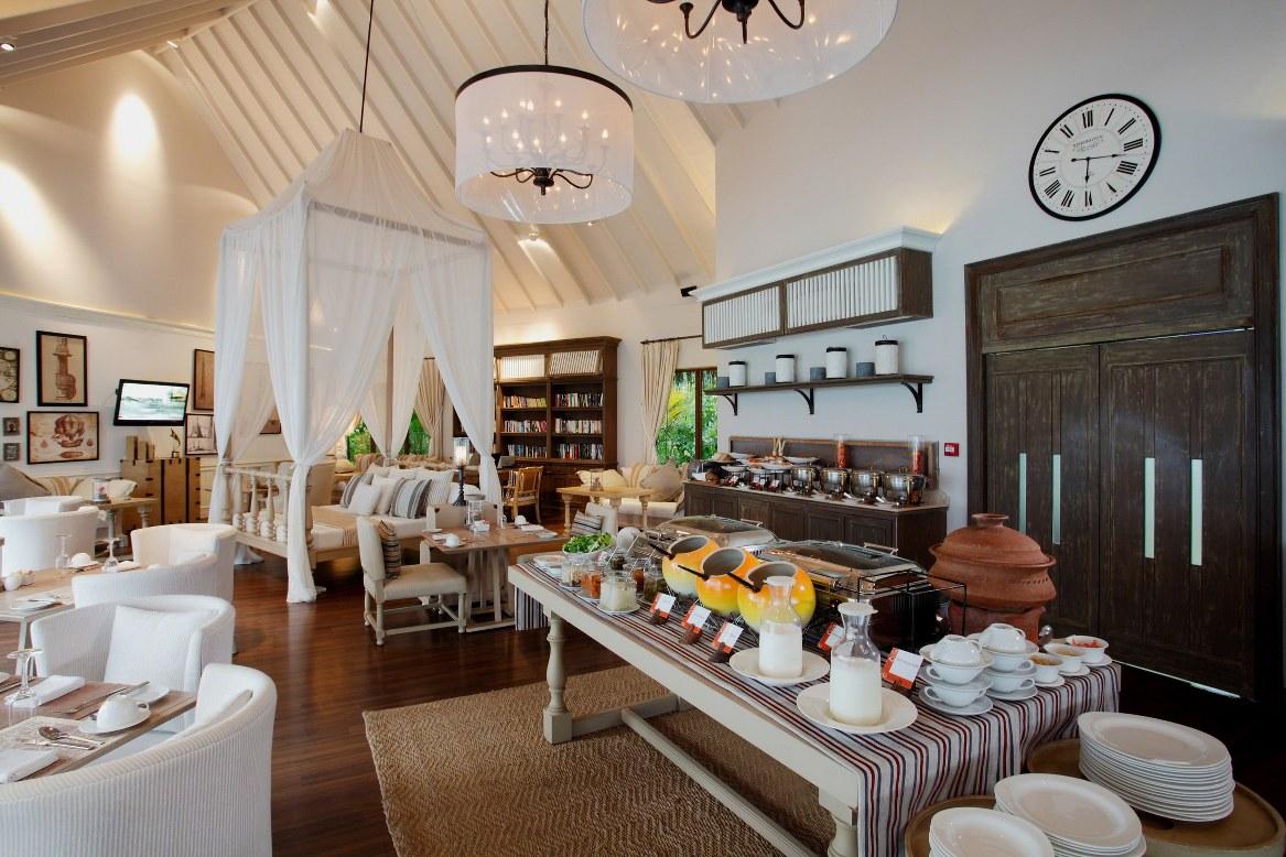 - ห้องอาหารเดอะคลับ เซ็นทารา แกรนด์ ไอส์แลนด์ รีสอร์ท แอนด์สปา มัลดีฟส์  -
