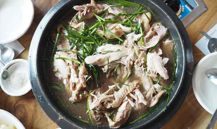 ไก่ตุ๋นเกาหลี เป็กซุก ไก่ตุ๋นหม้อใหญ่ ไม่ใส่โสม อาหารเลิศรสของเกาหลีใต้ เมืองคังฮวา