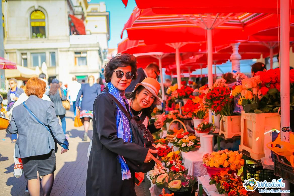 - ตลาดโดรัค หรือ Dolac Market ซาเกรบ -